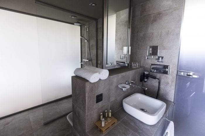 Bathroom of bungalow_Boutique design hotel, pool and wine spa